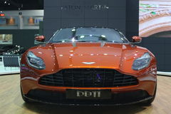 Bangkok - mars 31: Aston svalaspökbild 007 DB11 på den orange bilen på den 37th Bangkok internationella Thailand motoriska showen Arkivfoto