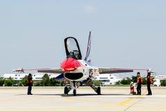 BANGKOK - 23 MARZO: Show aereo tailandese del gruppo di Breitling Jet Team Under The Royal Sky Breitling e dell'aeronautica di Ray Fotografie Stock Libere da Diritti