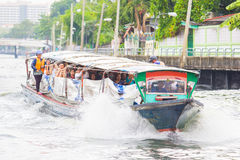 BANGKOK - MEI 22, 2016: Reis in saen-Saeb kanaalschip, openbare B Stock Afbeelding