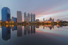 Bangkok miasto przy wschodem słońca , Benjakitti park Zdjęcia Stock