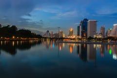Bangkok natt. Arkivfoton