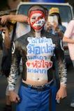 BANGKOK - NOVEMBER 11, 2013: Anti--regering personer som protesterar på Fotografering för Bildbyråer