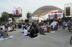 BANGKOK - 27 NOVEMBRE : Anti protestataires non identifiés de gouvernement Image libre de droits