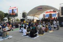 BANGKOK - 27 NOVEMBRE : Anti protestataires non identifiés de gouvernement Images stock