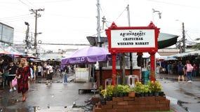 Bangkok oct, 01 2017 - mercado del fin de semana de Chatuchak/de Jatujak en un día lluvioso fotos de archivo