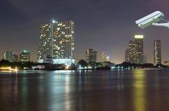 Bangkok pejzażu miejskiego budynku rzeki Nowożytna strona na mrocznym czasie, Th Zdjęcie Royalty Free