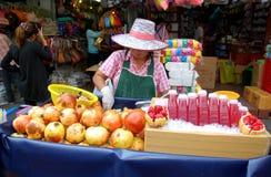 bangkok pomegranates som säljer den thailand kvinnan Royaltyfri Fotografi