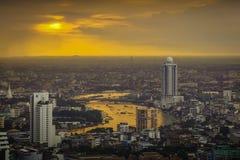 Bangkok, Rivier van het Leven met Zonsondergangachtergrond Royalty-vrije Stock Afbeeldingen