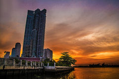 Bangkok skymning av floden Royaltyfria Foton