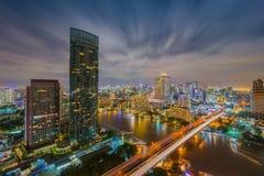 Bangkok stad på nattetid, huvudstaden av Thailand Arkivfoton