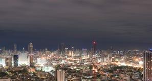 Bangkok stad på nigthgränsmärket Arkivbilder