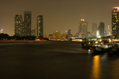 Bangkok-Stadt nachts lizenzfreies stockfoto