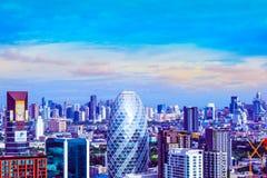 Bangkok-Stadt, Thailand, am 6. Juni 2017 Bangkok-Stadt hat Stadt des Geschäfts und der Kommunikation morgens mit Sonnenaufgang Stockfotografie