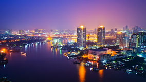 Bangkok-Stadtbild an der Nachtzeit stockfotografie