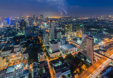 Bangkok-Stadtbild mit Blitz Lizenzfreie Stockfotos