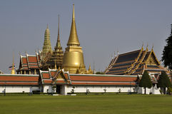 Bangkok storslagen slott - Wat Phra Kaew Royaltyfria Bilder