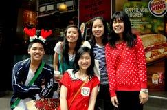 Bangkok, Tailandia:  Adolescentes tailandeses en el camino de Silom Foto de archivo