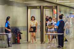 Bangkok, Tailandia - 23 aprile 2017: Il passeggero è Th di camminata del passaggio Fotografia Stock Libera da Diritti