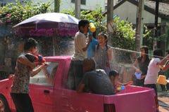 Bangkok, Tailandia - 15 aprile: Innaffi la lotta durante il nuovo anno tailandese di festival di Songkran il 15 aprile 2011 in so Immagini Stock Libere da Diritti
