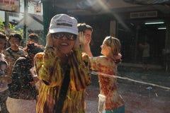 Bangkok, Tailandia - 15 aprile: Innaffi la lotta durante il nuovo anno tailandese di festival di Songkran il 15 aprile 2011 in so Fotografia Stock