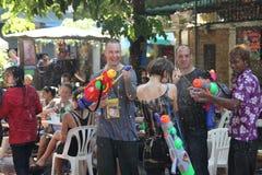Bangkok, Tailandia - 15 aprile: Innaffi la lotta durante il nuovo anno tailandese di festival di Songkran il 15 aprile 2011 in so Fotografia Stock Libera da Diritti