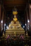BANGKOK, TAILANDIA - 6 APRILE 2018: Tempio di buddist di Wat Pho - decorato in oro e nei colori luminosi dove i buddists vanno pr fotografia stock
