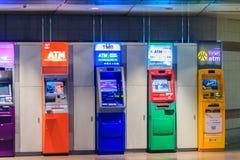 Bangkok, Tailandia - 23 aprile 2017: Variopinto del cassiere automatico Immagini Stock