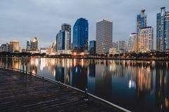 Bangkok, Tailandia - 12,2018 augusti: Vista di paesaggio urbano del giardino di Benjakiti immagini stock