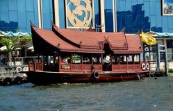 Bangkok, Tailandia: Barco de Chao Praya River Fotos de archivo