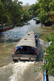 Bangkok, Tailandia: Barcos de canal de Saen Saep Fotos de archivo