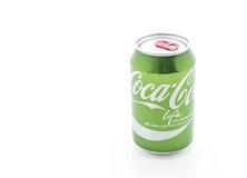 Bangkok, Tailandia - 4 de abril de 2017: Coca Cola puede en el nuevo gree Imagen de archivo libre de regalías
