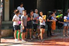 Bangkok, Tailandia - 15 de abril: Riegue la lucha en Año Nuevo tailandés del festival de Songkran el 15 de abril de 2011 en el so Imagen de archivo libre de regalías