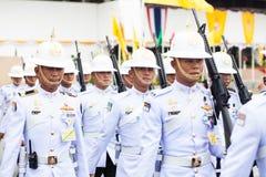 BANGKOK, TAILANDIA - 21 DE AGOSTO: Arma real del control del ejército tailandés en famoso Foto de archivo libre de regalías