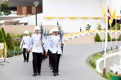 BANGKOK, TAILANDIA - 21 DE AGOSTO: Arma real del control del ejército tailandés en famoso Fotos de archivo libres de regalías