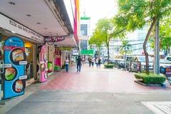 BANGKOK, TAILANDIA - 31 DE AGOSTO DE 2017: Turistas no identificados en Tailandia Imagen de archivo