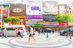 BANGKOK, TAILANDIA - 31 DE AGOSTO DE 2017: Turistas no identificados en Tailandia Imagen de archivo libre de regalías