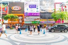 BANGKOK, TAILANDIA - 31 DE AGOSTO DE 2017: Turistas no identificados en Tailandia Fotos de archivo libres de regalías