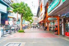 BANGKOK, TAILANDIA - 31 DE AGOSTO DE 2017: Turistas no identificados en Tailandia Imágenes de archivo libres de regalías