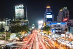 Bangkok, Tailandia - 18 de diciembre: Atasco en la noche en mundo central Foto de archivo libre de regalías
