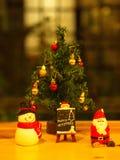 Bangkok, Tailandia - 19 de diciembre de 2017 Feliz Navidad Toy Deco Imágenes de archivo libres de regalías