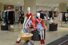 Bangkok Tailandia: 29 de enero de 2017 en Siam Discovery Fashion Mannequins Product en un estilo chino del Año Nuevo Imágenes de archivo libres de regalías