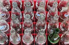 BANGKOK, TAILANDIA - 24 de julio cajones de la bebida con el refresco el 24 de julio de 2016 en Bangkok, Tailandia Fotos de archivo
