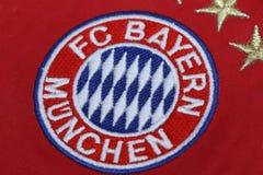 BANGKOK, TAILANDIA - 13 DE JULIO: El logotipo de Bayern Munich en Footb Imagenes de archivo