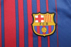 BANGKOK, TAILANDIA - 26 DE JUNIO: : el logotipo del cl del fútbol de Barcelona Fotos de archivo libres de regalías