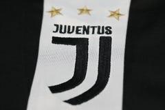 BANGKOK, TAILANDIA - 26 DE JUNIO: El nuevo logotipo del cl del fútbol de Juventus Imagen de archivo libre de regalías