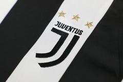 BANGKOK, TAILANDIA - 26 DE JUNIO: El nuevo logotipo del cl del fútbol de Juventus Imágenes de archivo libres de regalías