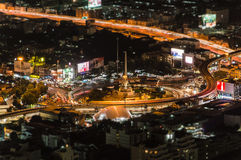 BANGKOK, TAILANDIA - 28 DE JUNIO: Monumento de la victoria en Bangkok central Fotos de archivo