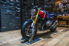 Bangkok, Tailandia - 31 de marzo de 2019: BMW R nueve bici desnuda del asador de la opción 719 de T modificada en la exhibición e imágenes de archivo libres de regalías