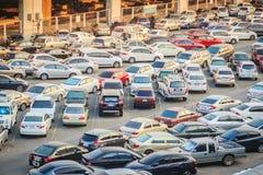 Bangkok, Tailandia - 8 de marzo de 2017: Área al aire libre del aparcamiento cerca imagen de archivo
