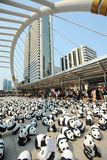 Bangkok, Tailandia - 8 de marzo de 2016: campo de 1600 del papel pandas de Mache Imágenes de archivo libres de regalías